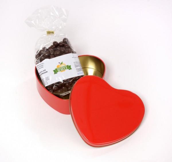 Herzdose mit süßer Kaffeebohnen Füllung